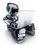 研究膝上型计算机的机器人 免版税库存图片