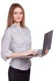 研究膝上型计算机的年轻微笑的妇女被隔绝 免版税库存照片