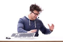 研究计算机的滑稽的书呆子人隔绝在白色 免版税图库摄影