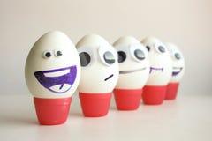 研究问题 与被绘的滑稽的鸡蛋 免版税库存照片