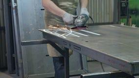 研金属空白的过程,金属门的生产 影视素材