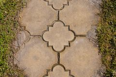 砖与草坪的路边缘 免版税库存照片