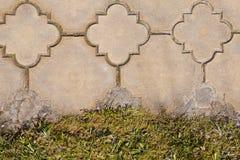 砖与草坪的路边缘 库存照片