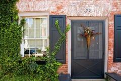 砖之家的前门 免版税库存图片