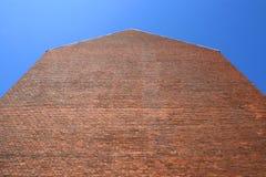 砖倒空红色墙壁 库存图片