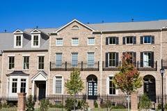砖公寓房操刀新的铁 免版税库存图片