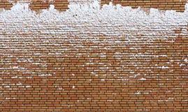 砖包括冻结雪墙壁 免版税图库摄影