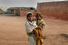 砖厂印地安人人工妇女 库存图片