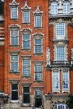 砖历史建筑门面在伦敦 库存照片