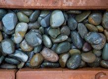 砖和小卵石背景 库存图片