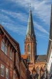 砖哥特式教会在Luneburg的历史的中心 免版税库存照片