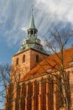 砖哥特式教会在Luneburg的历史的中心 图库摄影