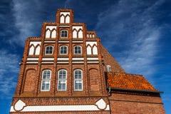 砖哥特式门面在Luneburg的历史的中心 免版税库存图片