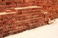 砖块在住宅建设站点 免版税库存照片