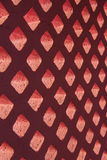 砖块桃红色和光通过孔 免版税库存图片