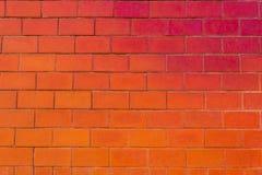 砖墙、地板和砖大块与一个颜色梯度的从红色到桔子 库存照片