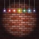 砖墙和电灯泡 免版税库存图片
