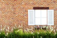砖墙和窗口 免版税库存照片