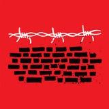 砖墙和铁丝网 免版税库存图片