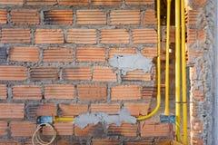 砖墙在住宅房屋建设建造场所 免版税库存图片