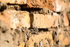 砖墙在房子里作为抽象背景 免版税图库摄影
