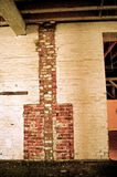 砖墙壁炉 库存图片