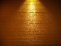 砖墙构造与在上面的焦点光 向量例证