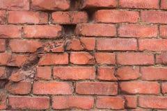 砖墙裂缝  免版税库存照片