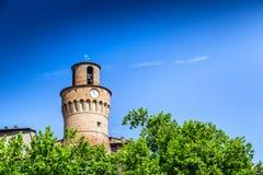 砖墙钟楼 免版税库存照片