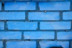 砖墙 在蓝色绘的砖墙 免版税库存图片