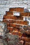 砖恶化的补缀品墙壁 库存照片