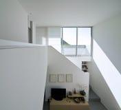 砖房子内部现代 免版税库存照片
