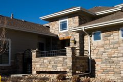 砖支持市内住宅 免版税库存照片