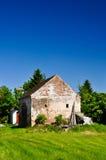 砖日凋枯的房子夏天 库存照片