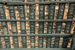 砖是建筑材料用于做墙壁或屋顶 免版税库存照片