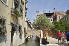 砖桥梁在Dorsoduro 库存图片