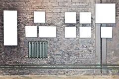 砖棕色空的框架幅射器墙壁 免版税库存图片