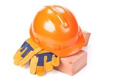 砖瓦房手套安全帽 免版税库存照片
