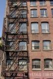 砖瓦房火有历史的红色楼梯 库存图片