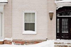 砖瓦房装饰自使用的墙壁视窗的外部 免版税库存图片