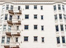 砖瓦房门面老红色 库存照片