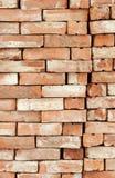 砖瓦房建筑材料堆 免版税库存照片