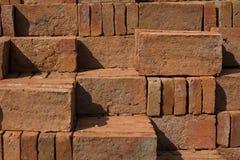 砖瓦房建筑材料堆 免版税库存图片