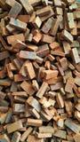 砖瓦房建筑材料堆 库存照片
