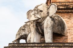 从砖的古老塔修造在Wat Chedi Luang在清迈 免版税库存照片