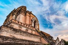 从砖的古老塔编译在Wat Chedi Luang在Chiang Mai泰国 图库摄影