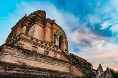 从砖的古老塔编译在Wat Chedi Luang在Chiang Mai泰国 免版税库存照片
