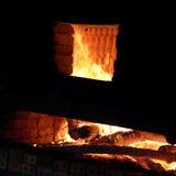 砖砌,木柴,燃烧,排烟 免版税库存图片