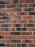 砖砖覆盖范围毁坏了侧向老墙壁天气 免版税库存照片