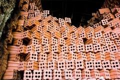 砖窑。汇集套红砖堆在烤箱工厂b 免版税库存图片